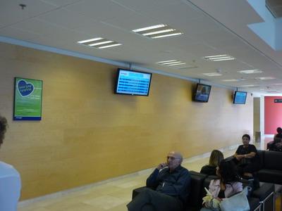 Информация о прохождении операции  выводится на монитор в холле клиники