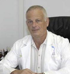 Руководитель нейрохирургического центра - профессор Цви Раппапорт